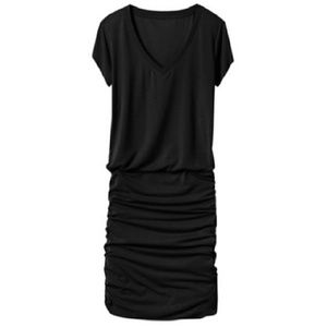 Athleta Topanga V-Neck T-Shirt Dress Black